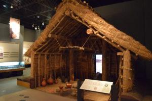 竪穴式住居模型