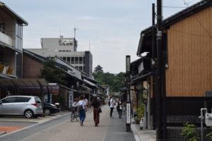 城下町から犬山城を望む