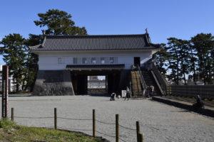 内部から見る銅門