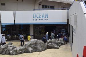 シャチを見ながら食べられるレストラン