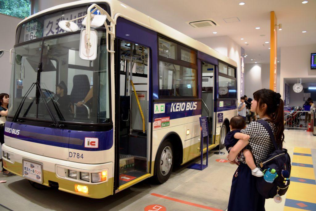 展示されている京王バス