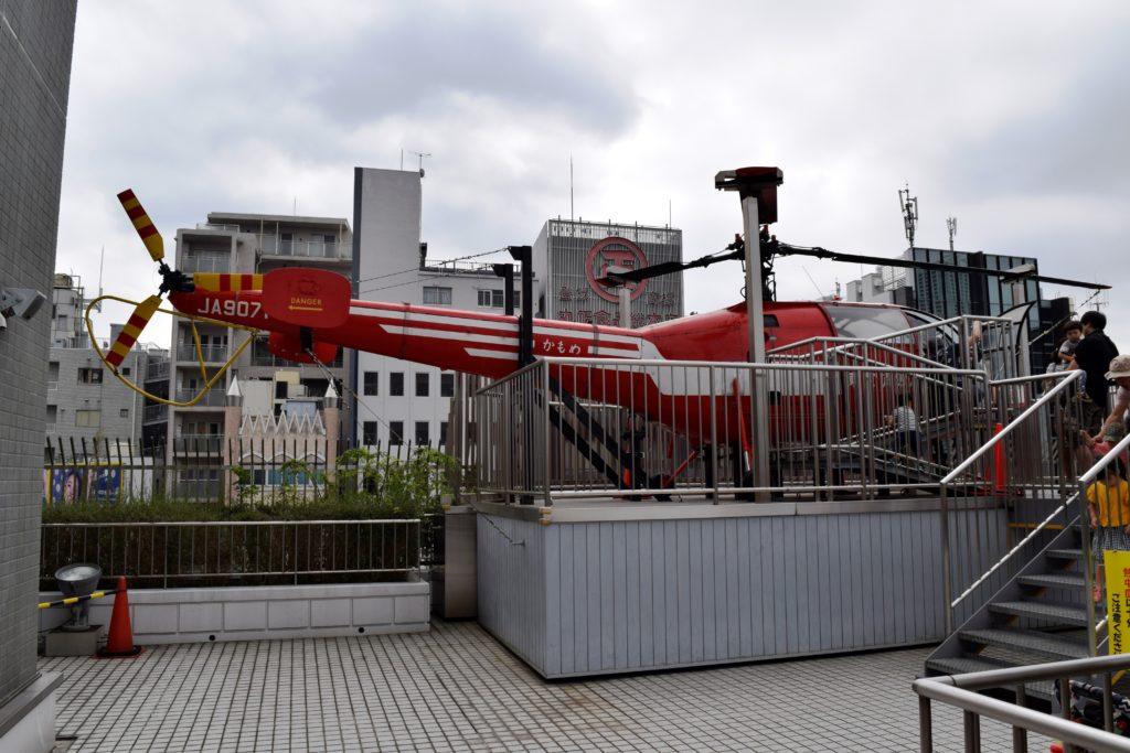 屋外展示の消防ヘリ