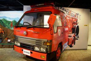 消防車の運転席へ