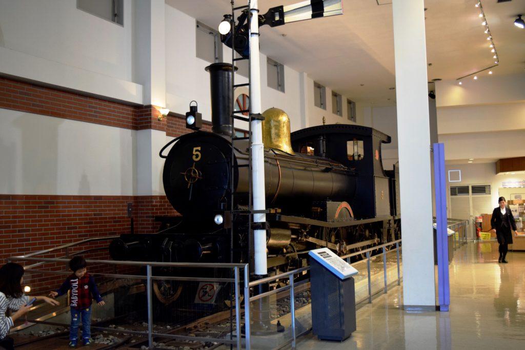 エントランスにある蒸気機関車