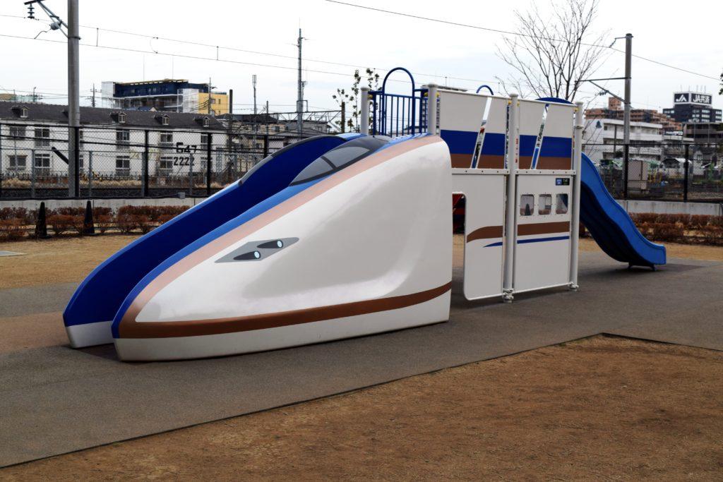E7系の滑り台
