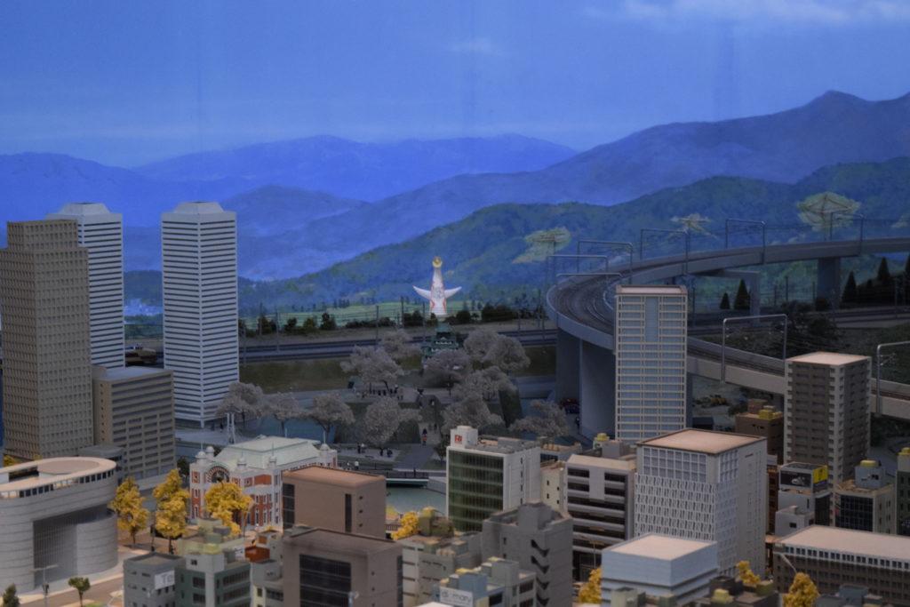 ジオラマで再現された大阪の街