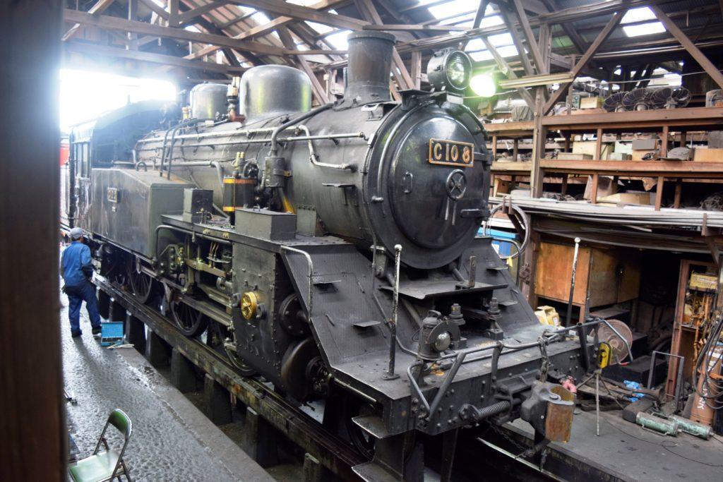 整備中の機関車