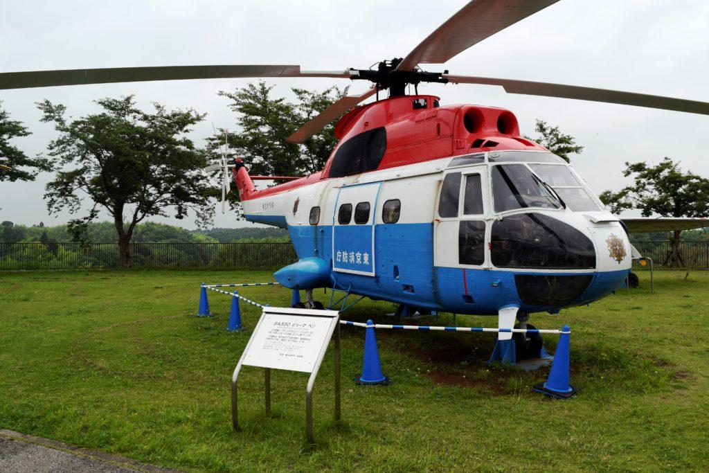 屋外展示のヘリコプター
